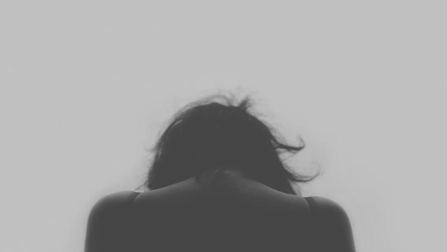 過度な生理前の精神的症状…。もしかしたらPMDDかも?
